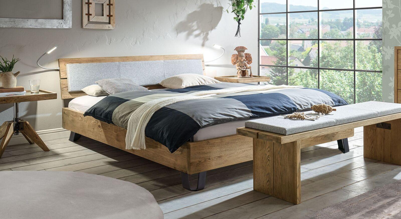 Bett Ormar aus robustem Massivholz