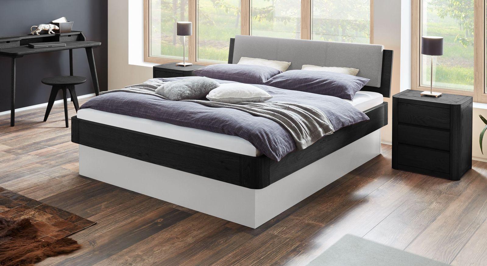 Graphitfarbenes Bett Otavalo mit weißem Sockel