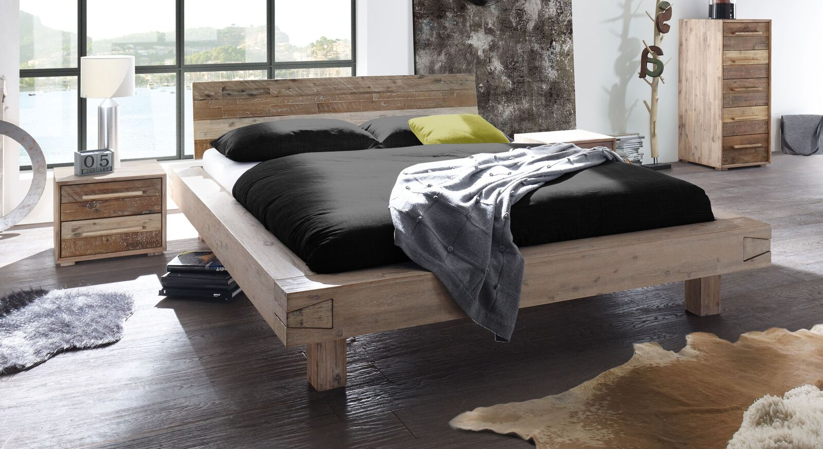 Modernes Bett Othon mit breitem Bettrahmen