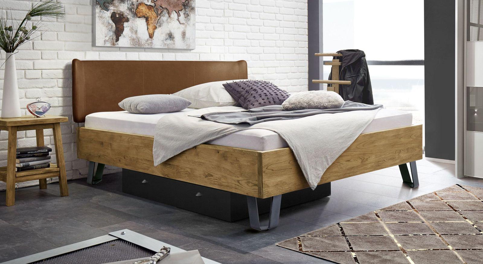 Hochwertiges Bett Passo mit cognacfarbenem Kopfteil