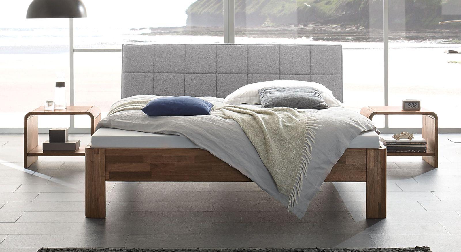 Nussbaum-Bett Pello mit weißgrauem Kopfteil