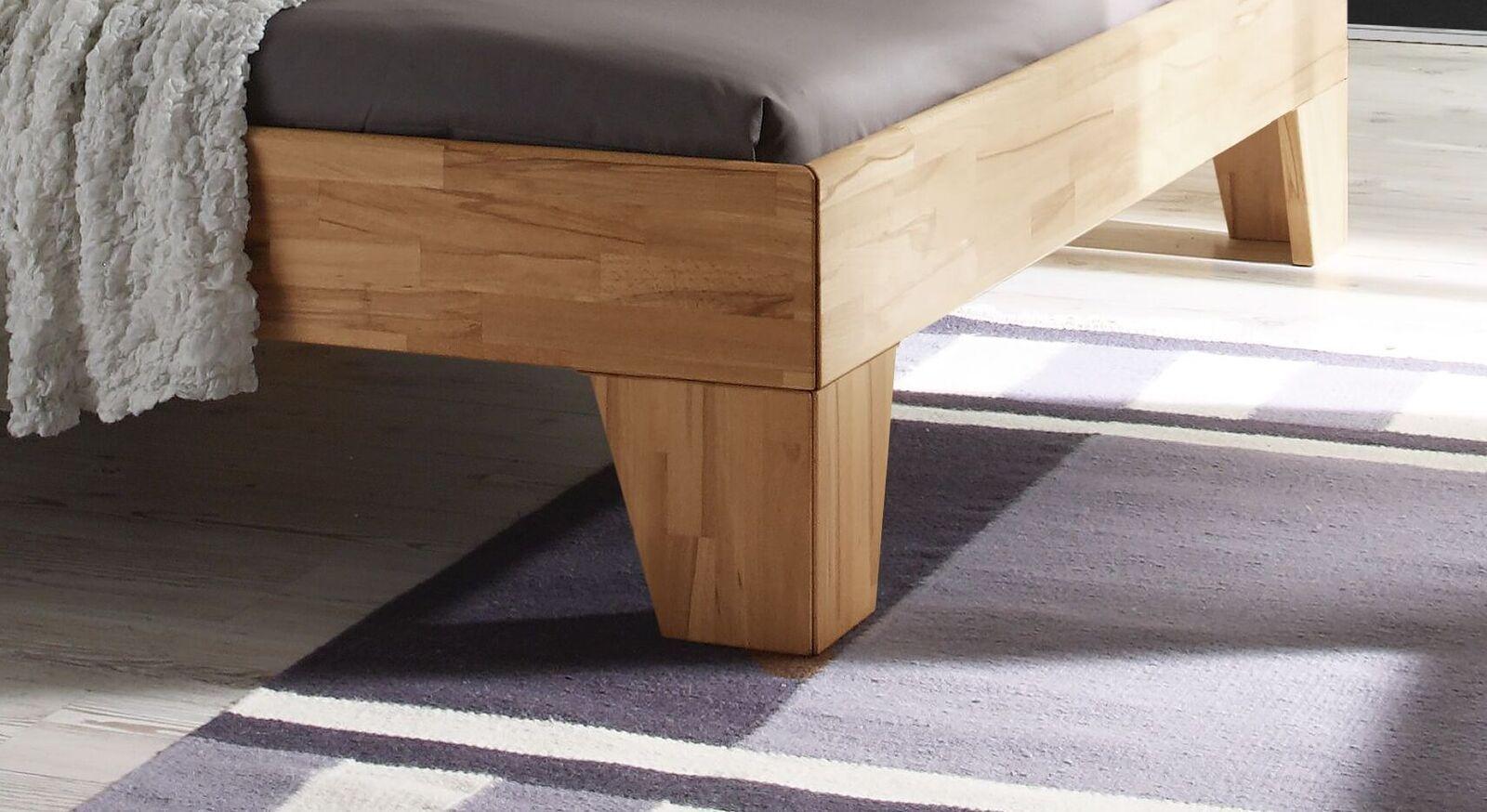 Bett Pimona mit Holzbettbeinen