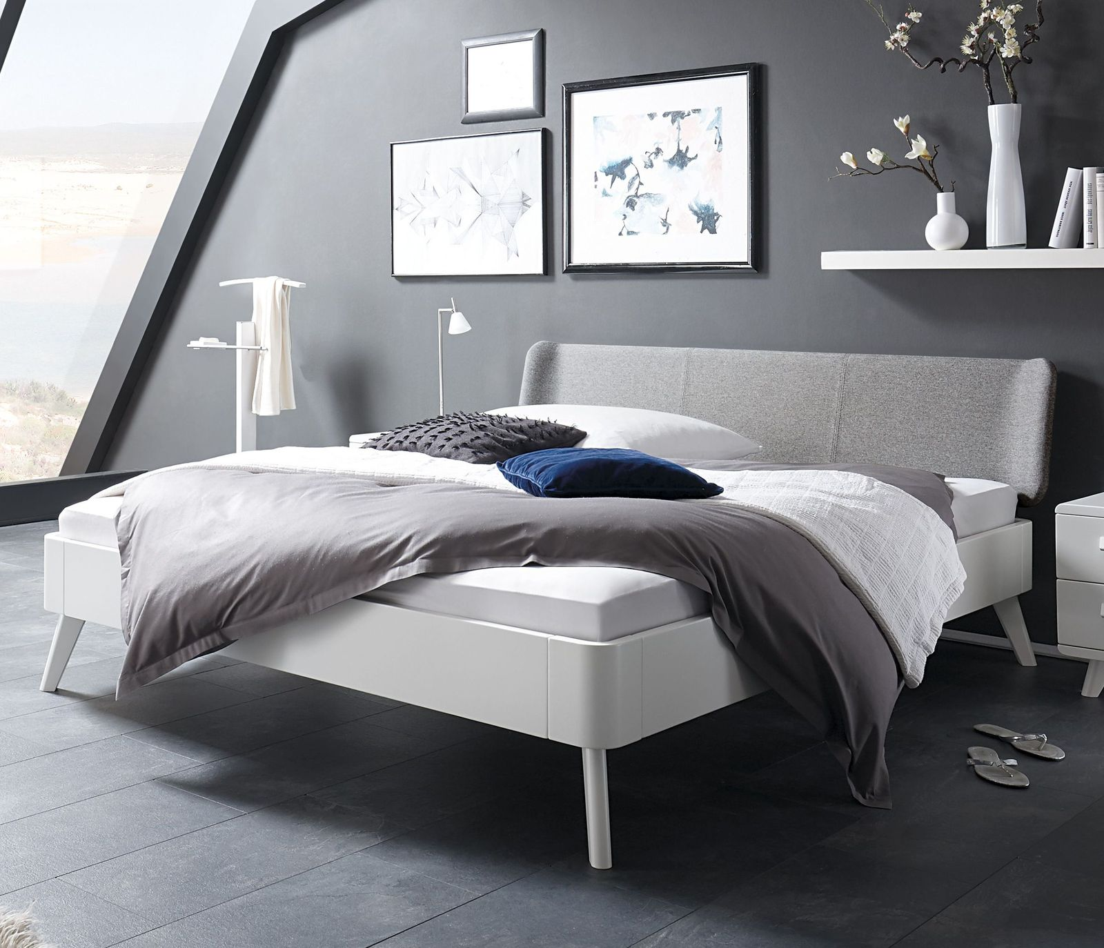 wei es buchenbett mit kopfteil in fischgr t velours pori. Black Bedroom Furniture Sets. Home Design Ideas