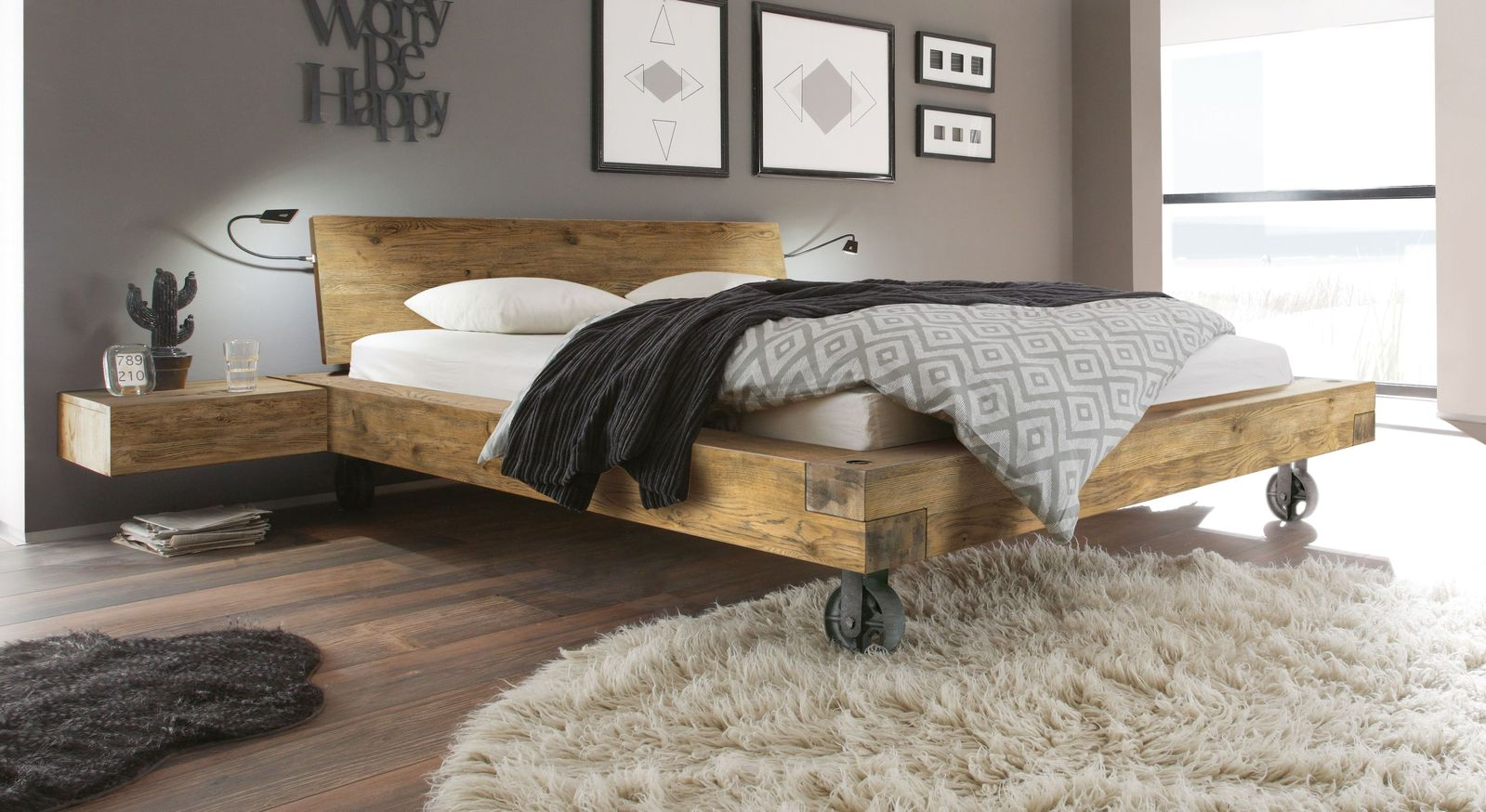 balkenbett massive vintage wildeiche mit stahlrollen quesada. Black Bedroom Furniture Sets. Home Design Ideas