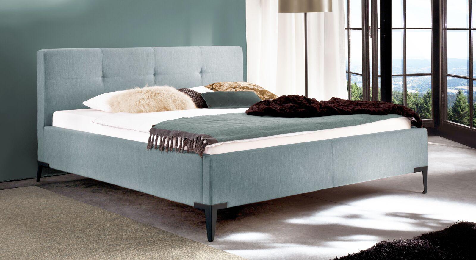 Bett Raritan aus Webstoff in Eisblau