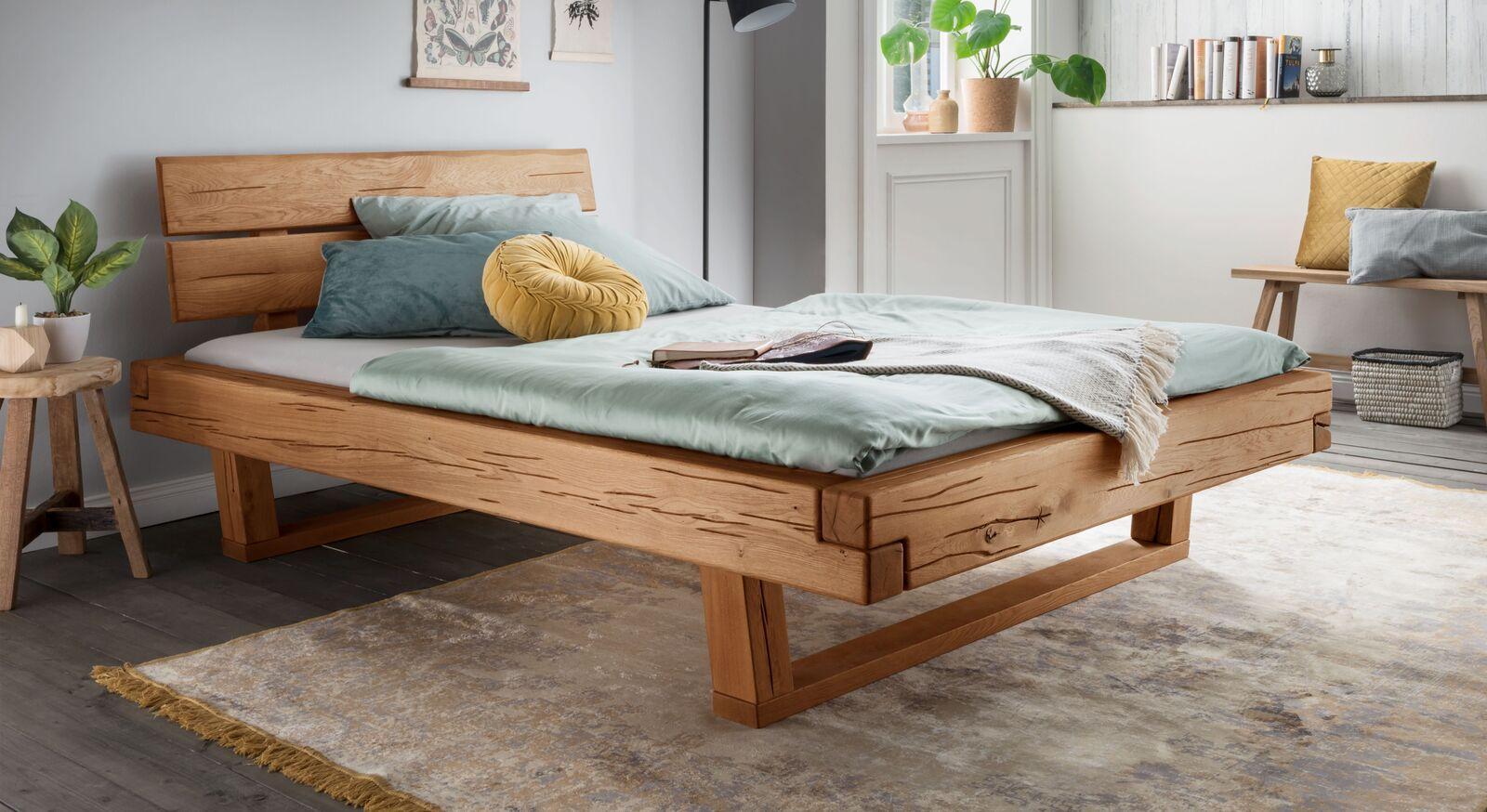 Bett Rigolato aus hochwertigem Massivholz