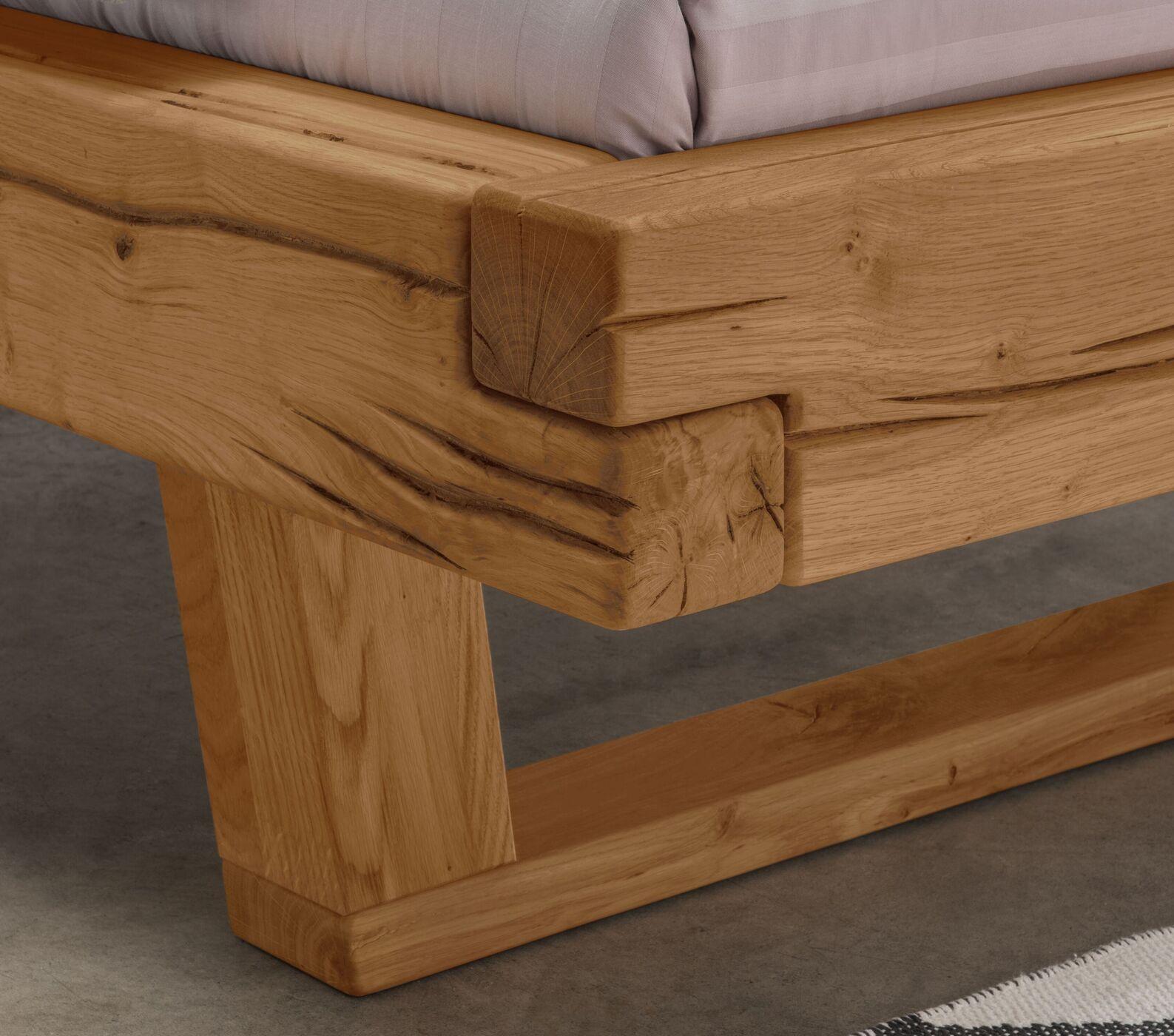 Stabiles Balkenbett aus hochwertigem Wildeichenholz - Rigolato