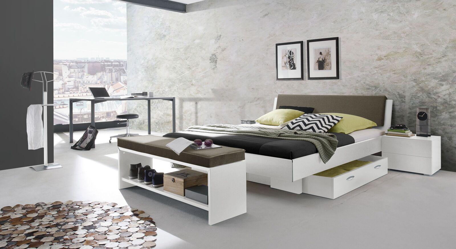 Passende Schlafzimmer-Möbel zum Bett Riverhead