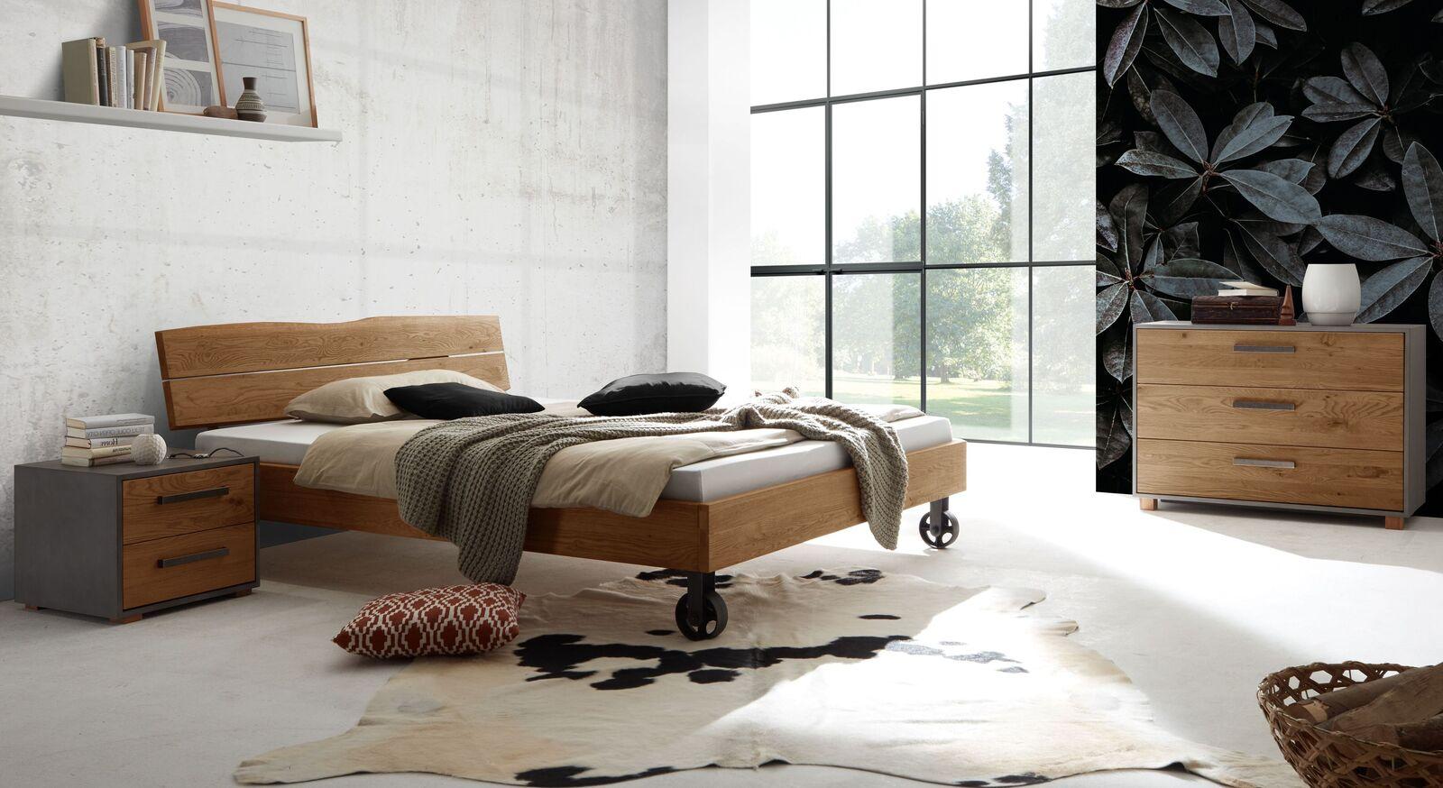 Bett Rivoche mit passenden Beimöbeln