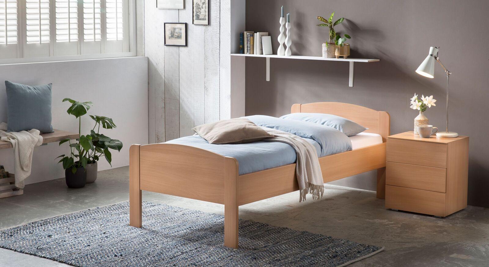 Bett San Martino mit passendem Nachttisch