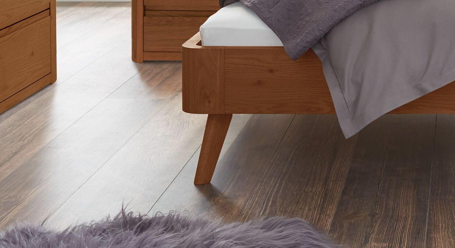 Bett Santa Rosa mit ausgestellten Bettbeinen