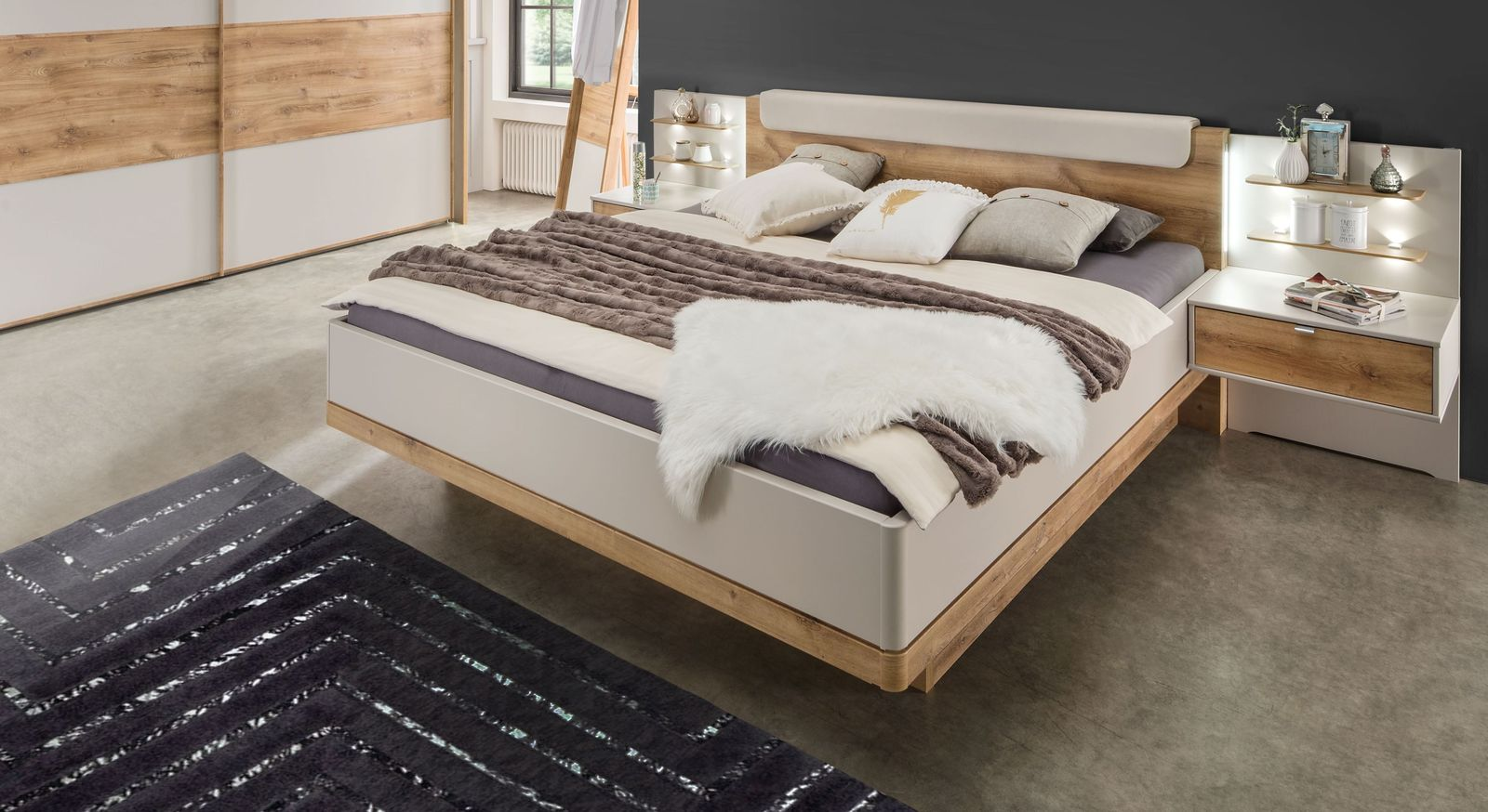 Bett Seabrook in stylischem Materialmix