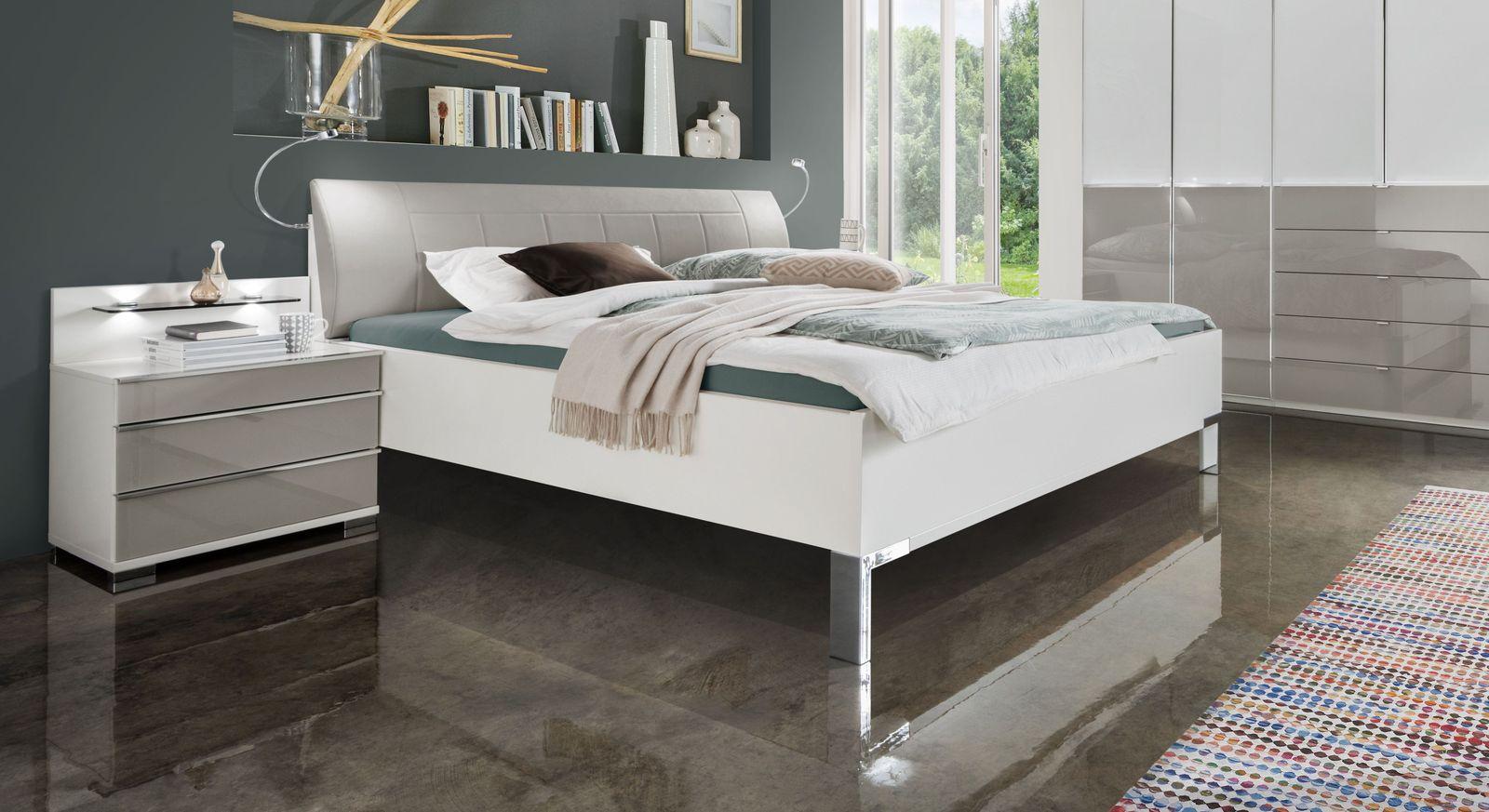 Bett Shanvalley mit eleganten Metallfüßen