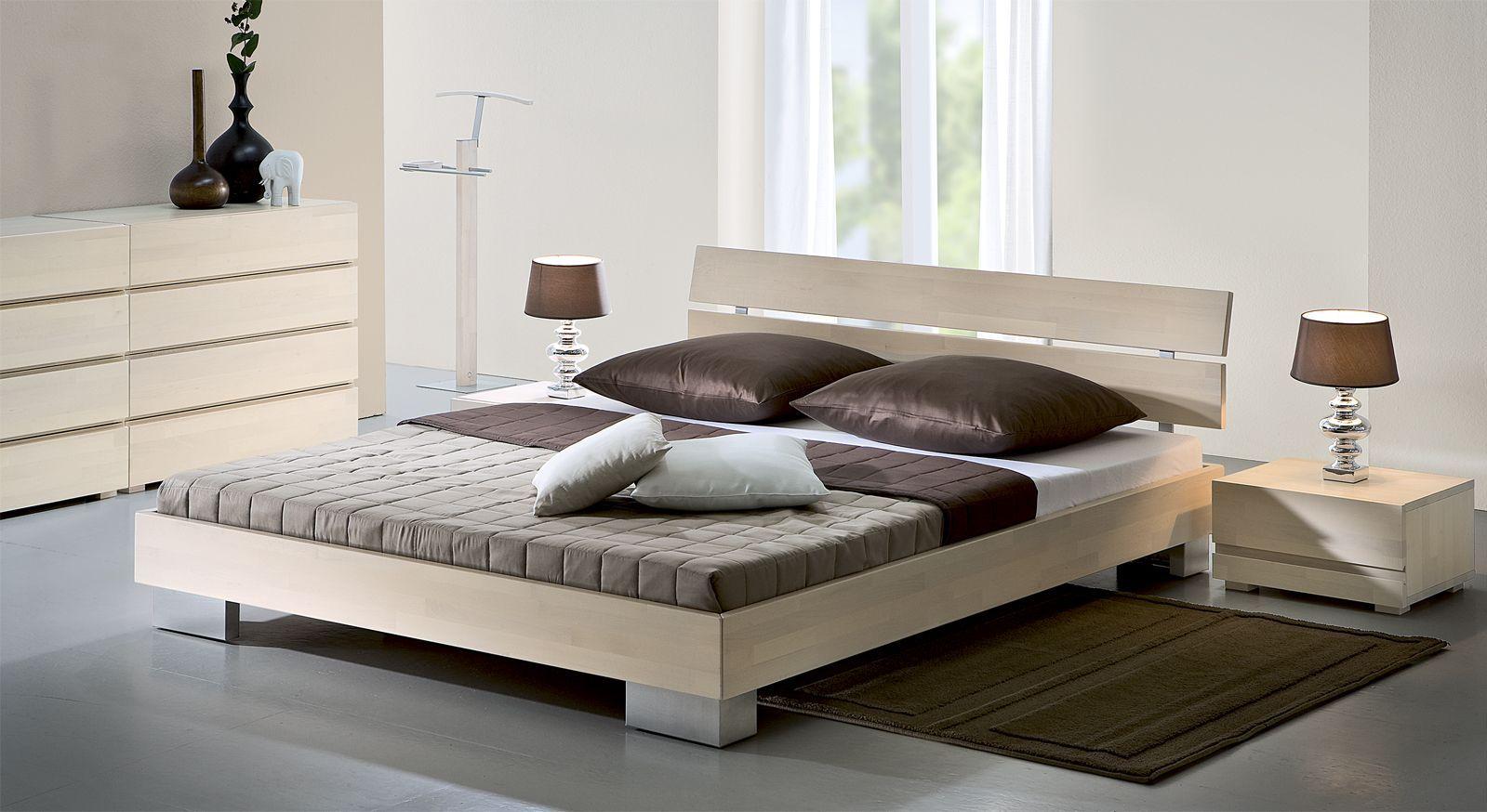 Das Bett Aus Weißer Buche Kommt Besonders In Dunkleren Schlafzimmer Gut Zur  Geltung.