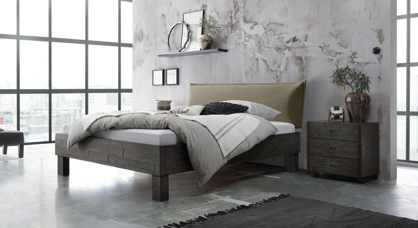 Bett Solidea mit passenden Beimöbeln