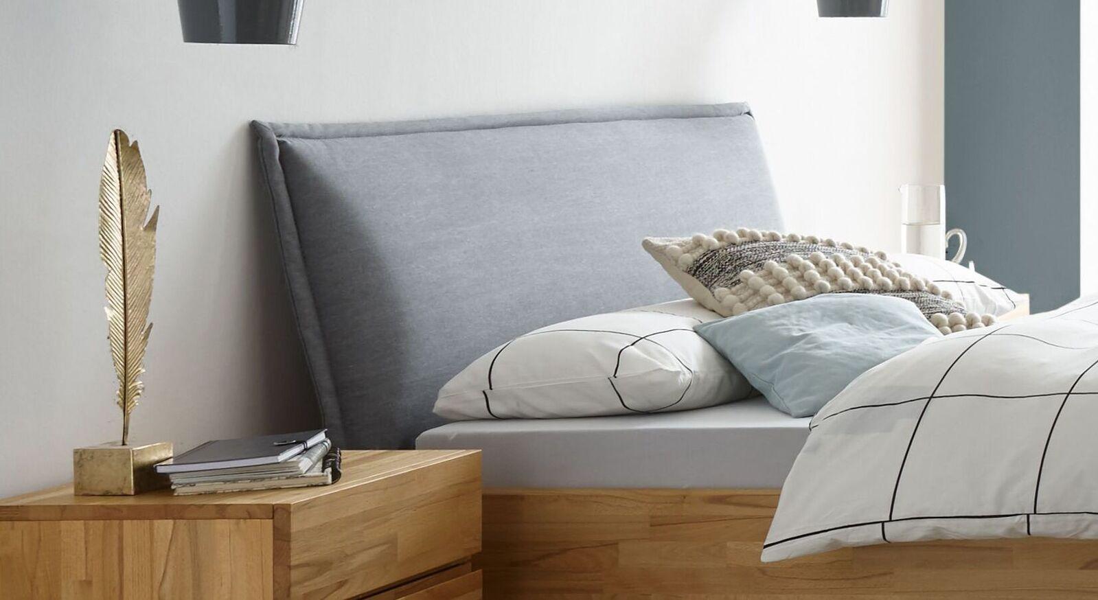 Bequemes Bett Soprenia mit gepolstertem Kopfteil