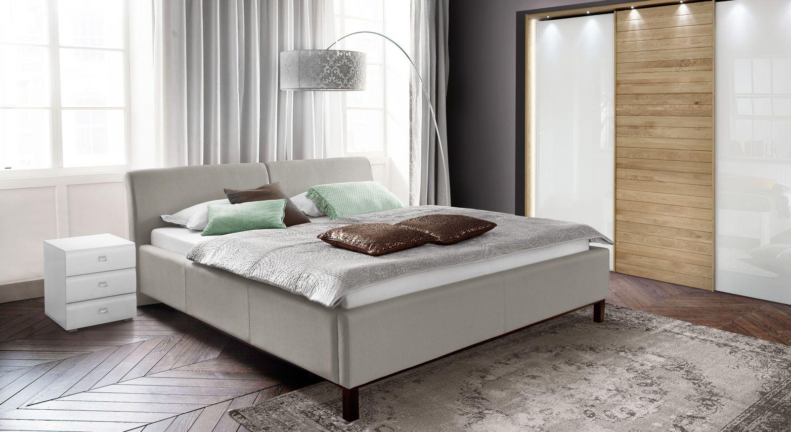 Bett Sulivan mit passender Schlafzimmer-Einrichtung