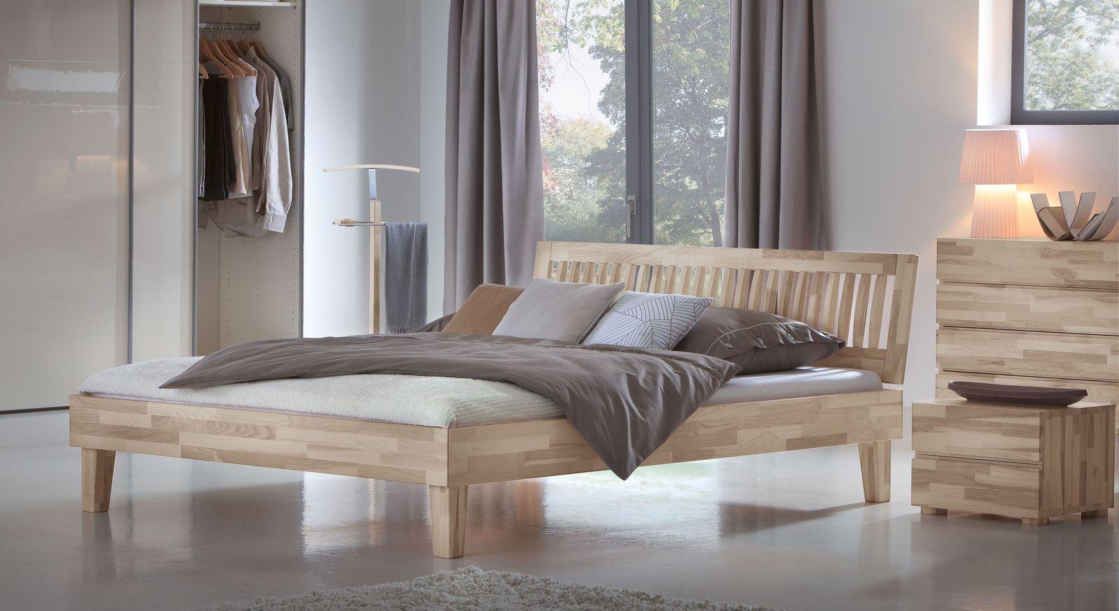 Bett Sunrise aus Kernesche mit passenden Möbeln