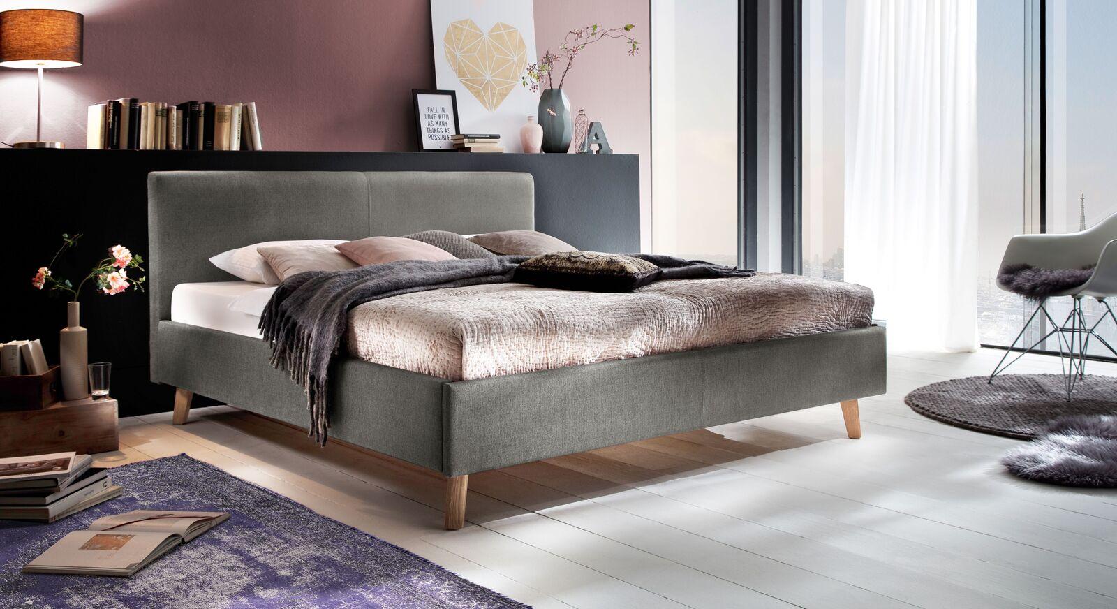 Bett Susella mit passendem Teppich
