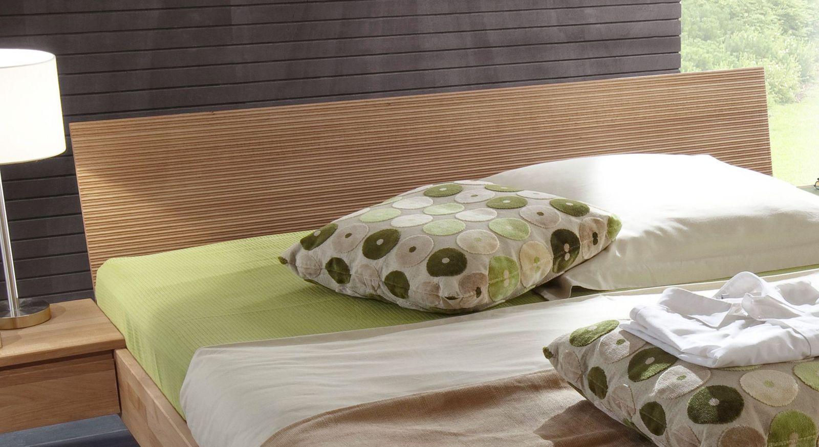 Bett Tacoma inklusive Kopfteil mit eingefrästen Rillen