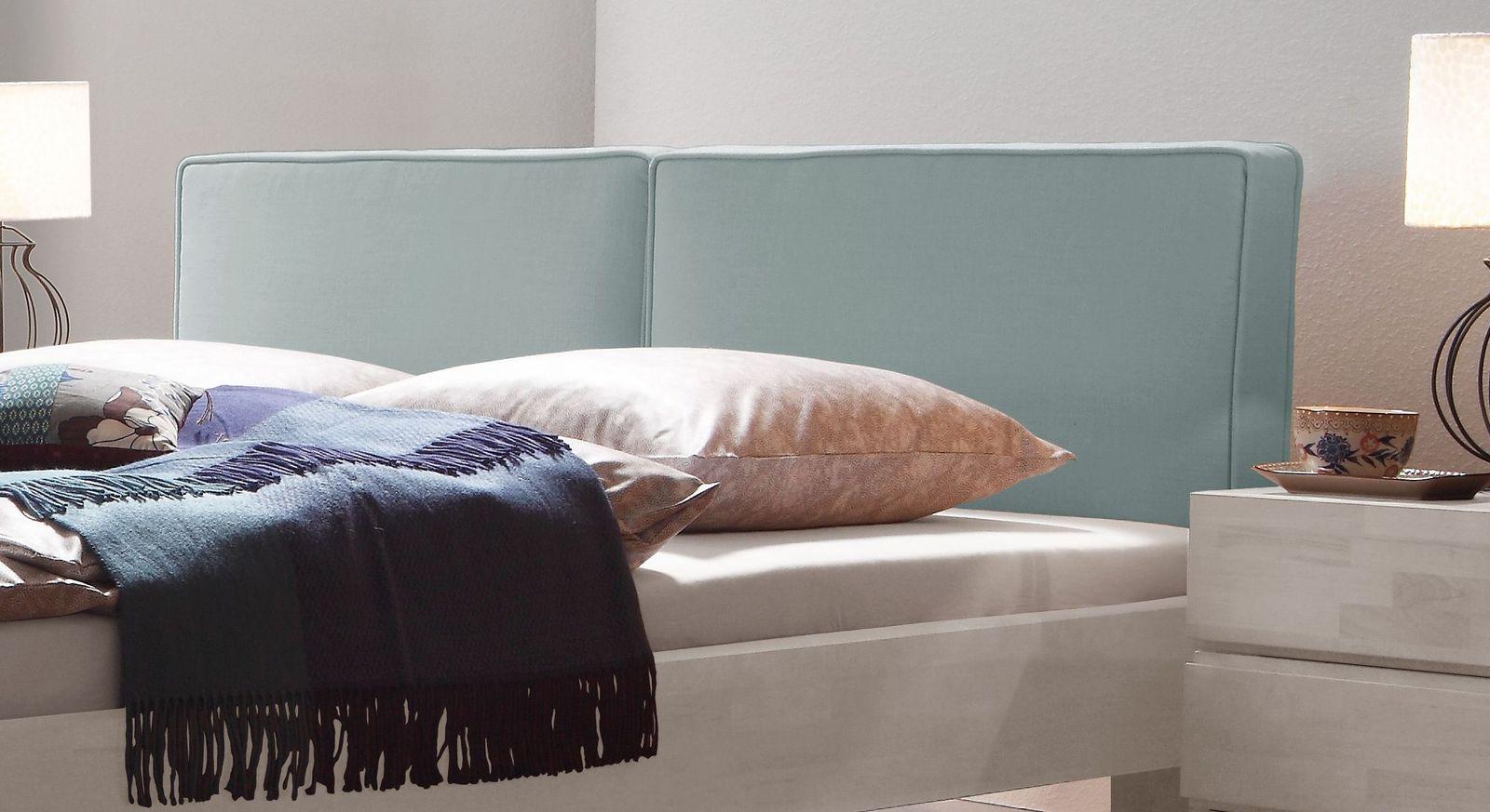 Hochwertiges Bett Tiago mit bequemen Rückenkissen