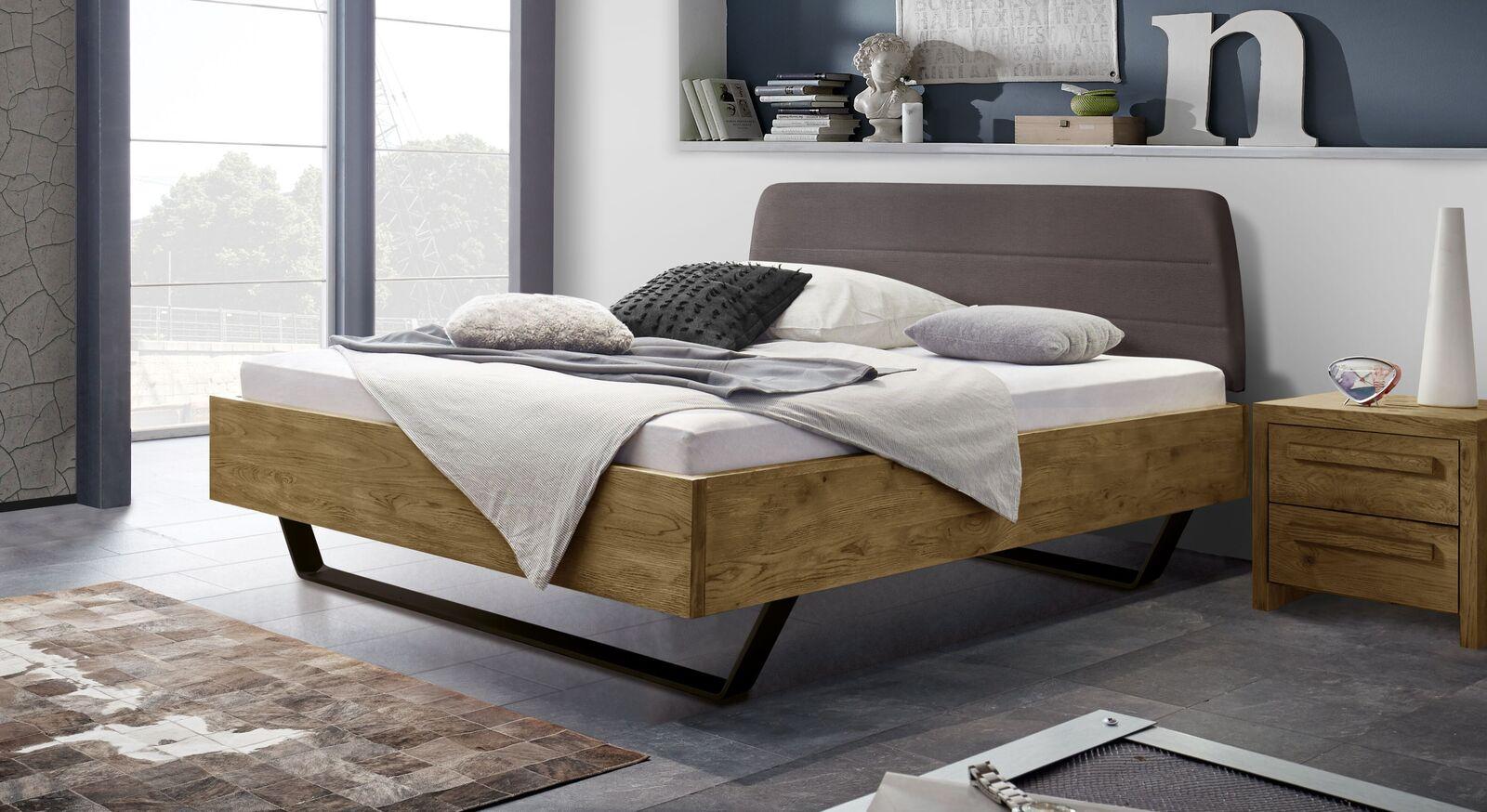 Trendiges Bett Ticario aus Wildeiche Vintage