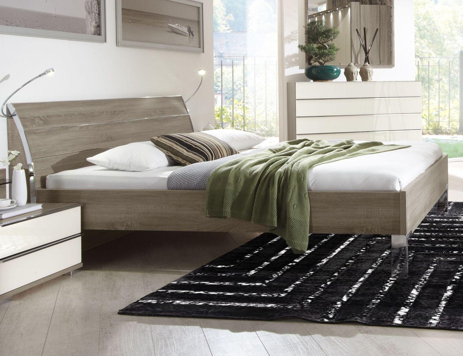 designerbett in tr ffeleiche mit verchromten verzierungen. Black Bedroom Furniture Sets. Home Design Ideas