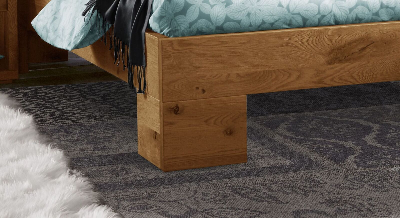 Bett Titao mit attraktiven Winkelfüßen