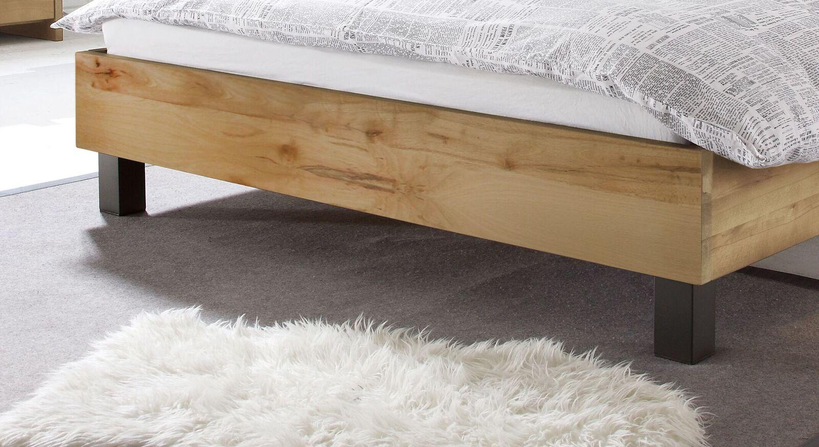 Bett Tonala mit stabilen Blockfüßen