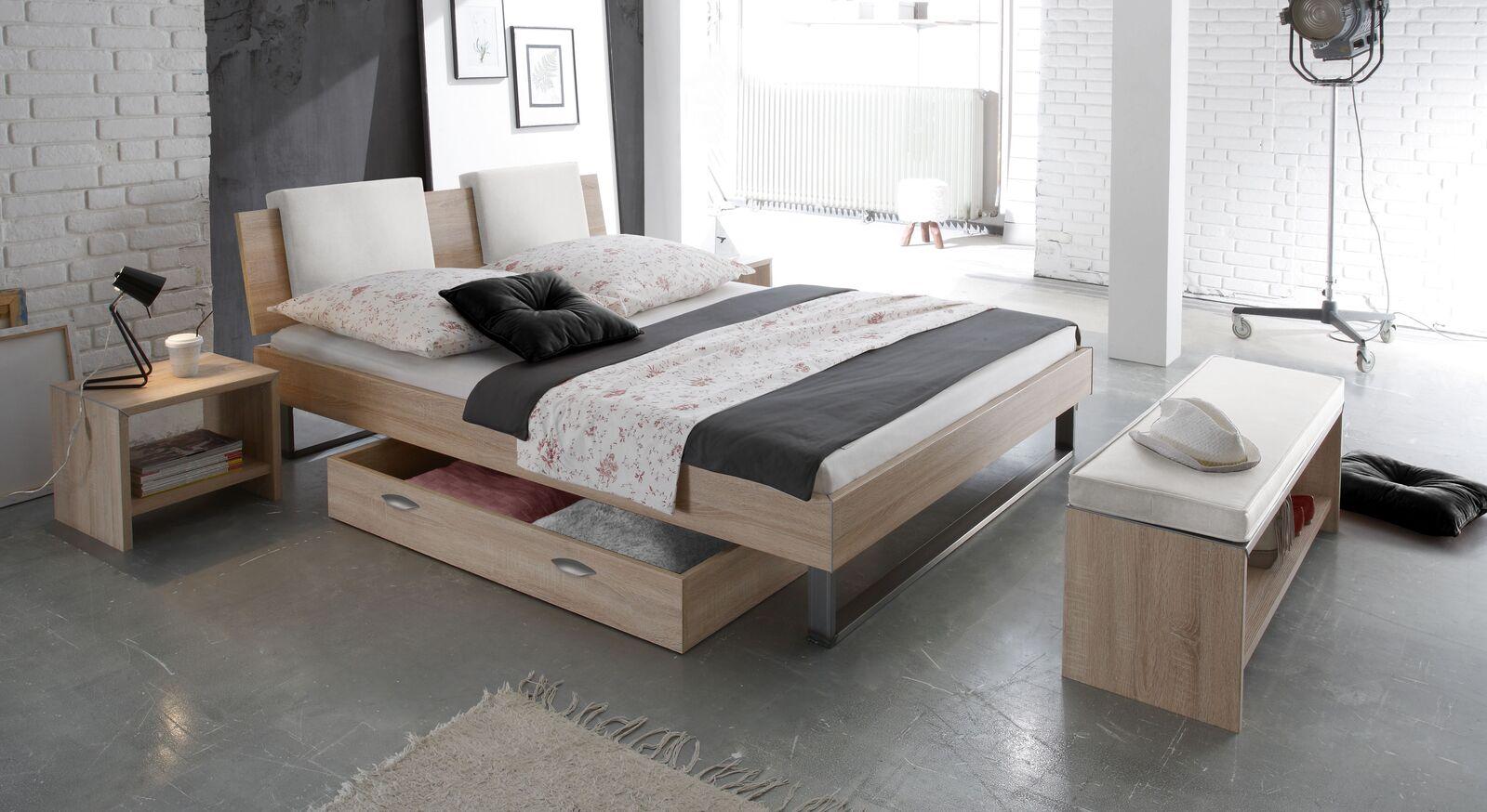 Bett Torbay mit passender Schlafzimmerausstattung