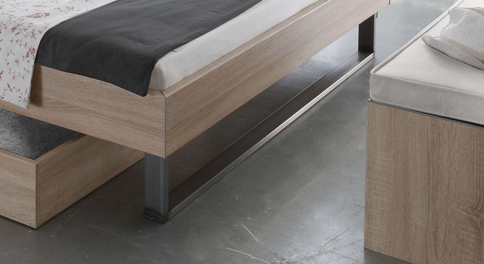 Modernes Bett Torbay mit stylischen Metallkufen