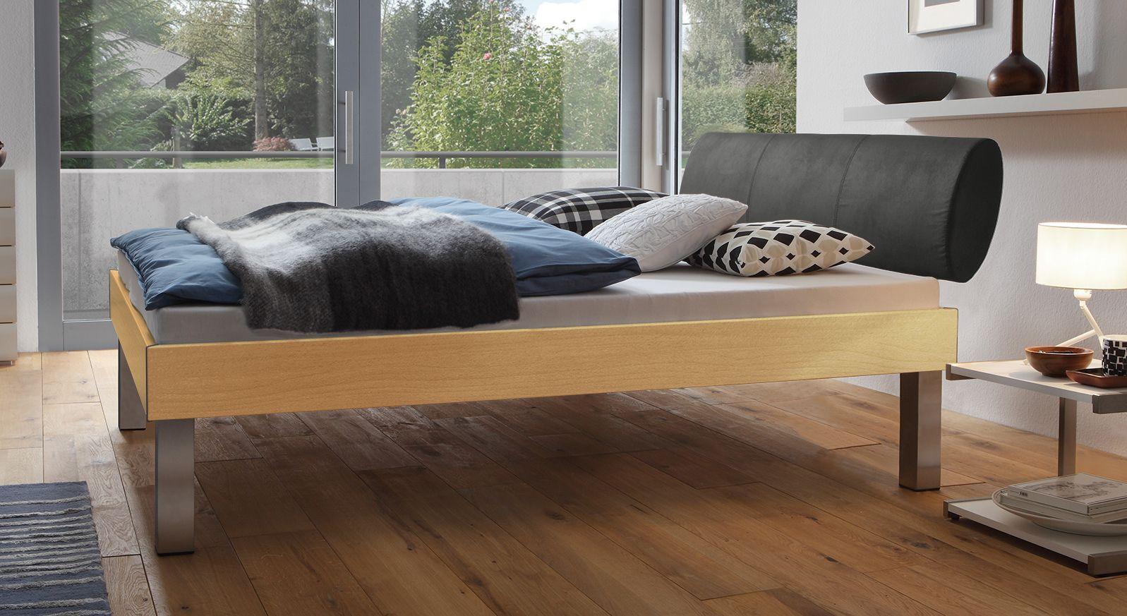 Designerbett Trani in Buche mit einer Fußhöhe von 30cm