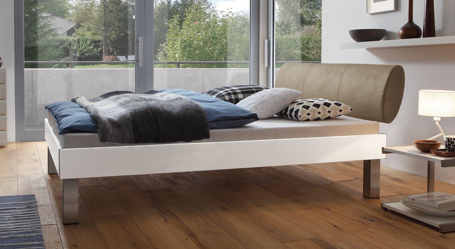 Designerbett Trani in Weiß mit einer Fußhöhe von 25cm
