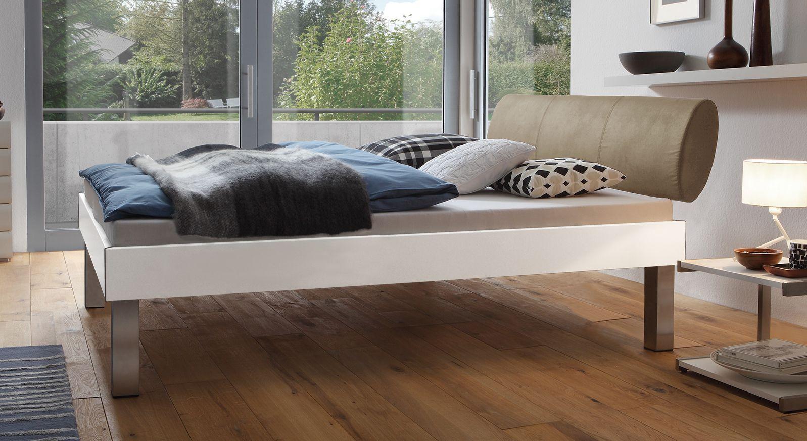 Designerbett Trani in Weiß mit einer Fußhöhe von 30cm