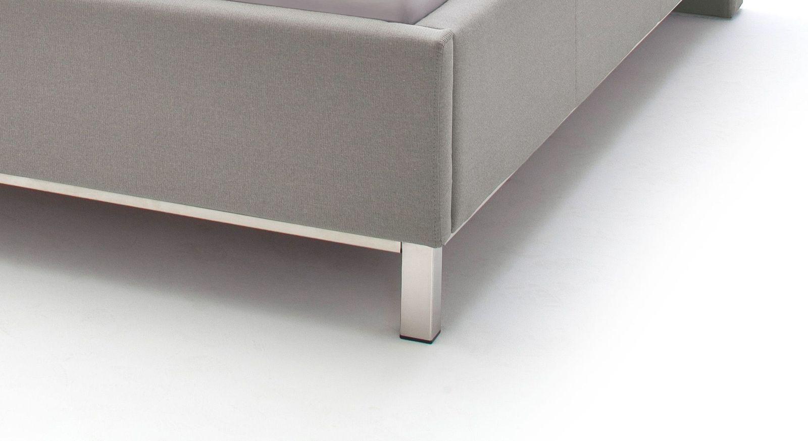 Bett Tranquilo mit modernen Chrom-Füßen