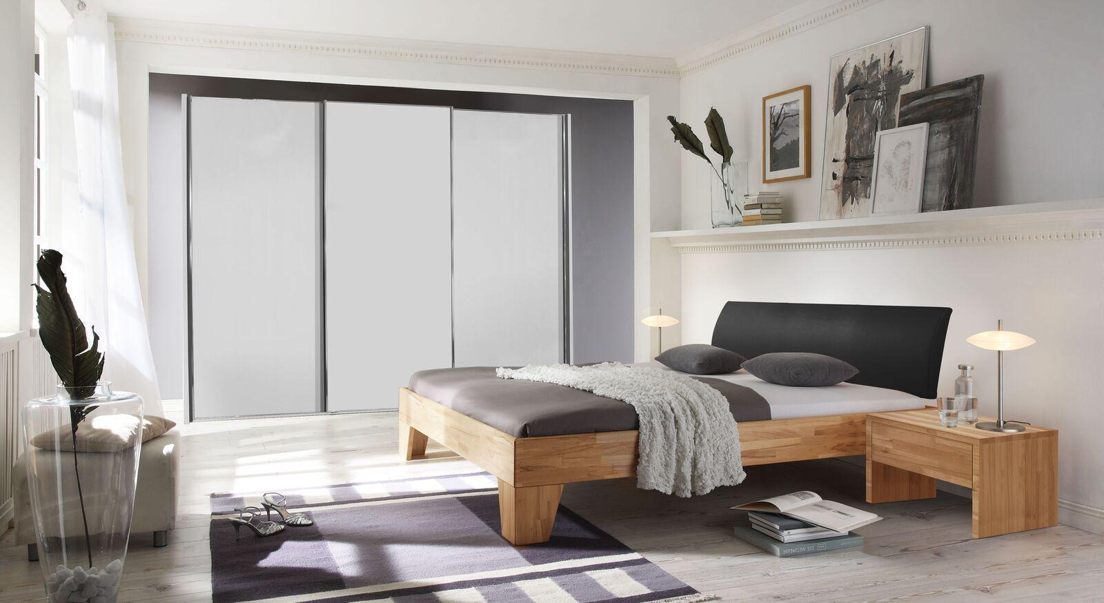 Bett Treyve mit passenden Schlafzimmermöbeln