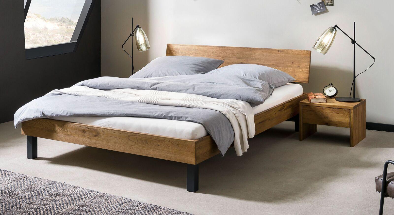 Bett Tumas aus Wildeiche Massivholz