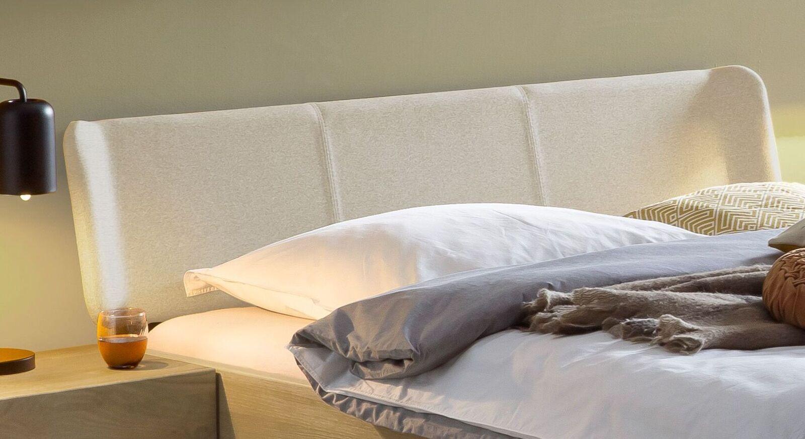 Bett Ubaldo Kopfteil mit Fischgrät-Veloursbezug in Beige