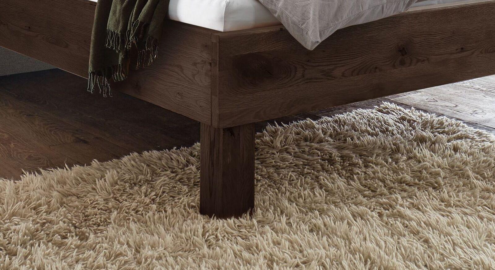 Bett Urmas mit klassischen Blockfüßen