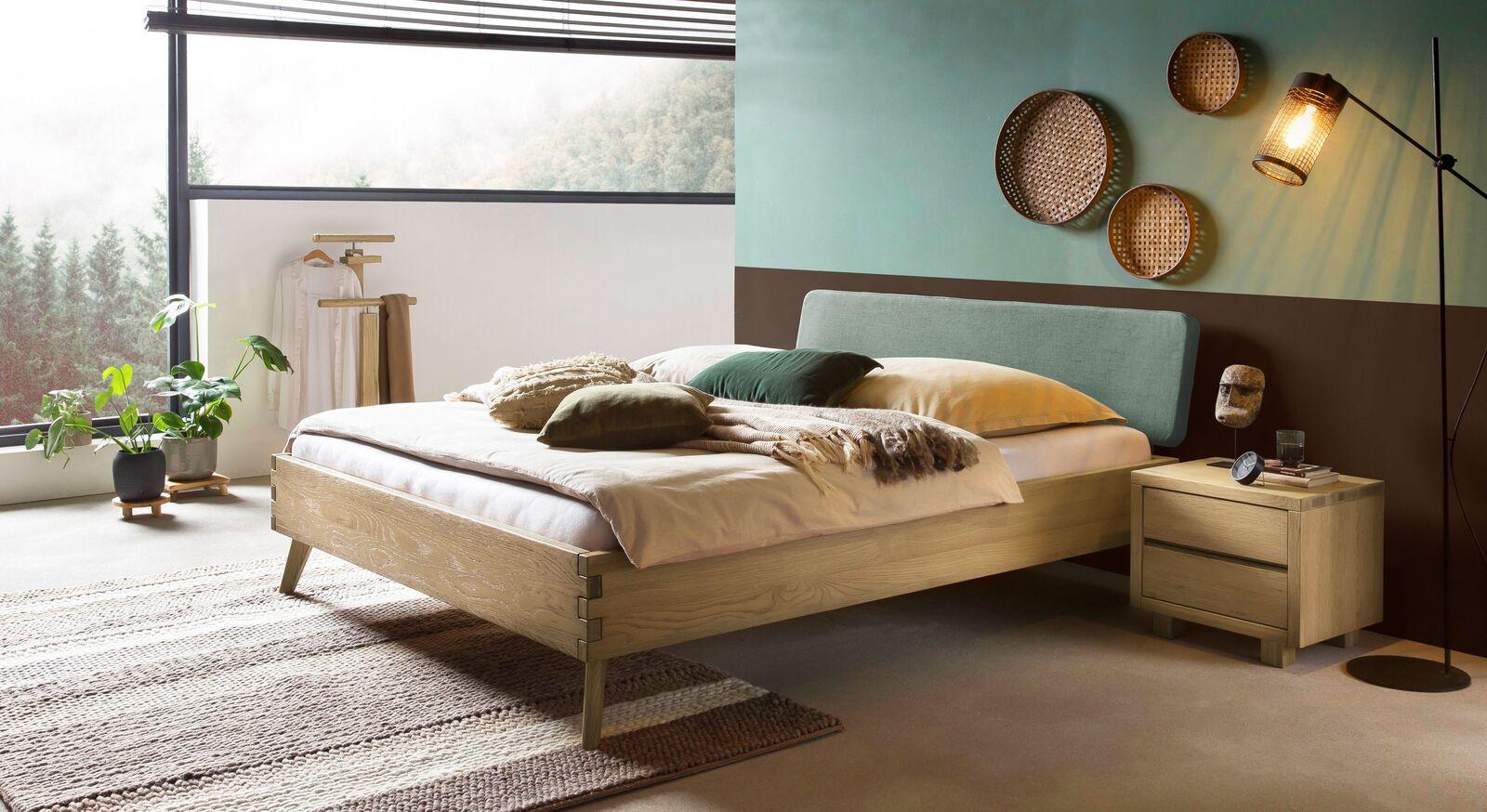 Passende Produkte für Bett Valentinus aus Massivholz im Retro-Look