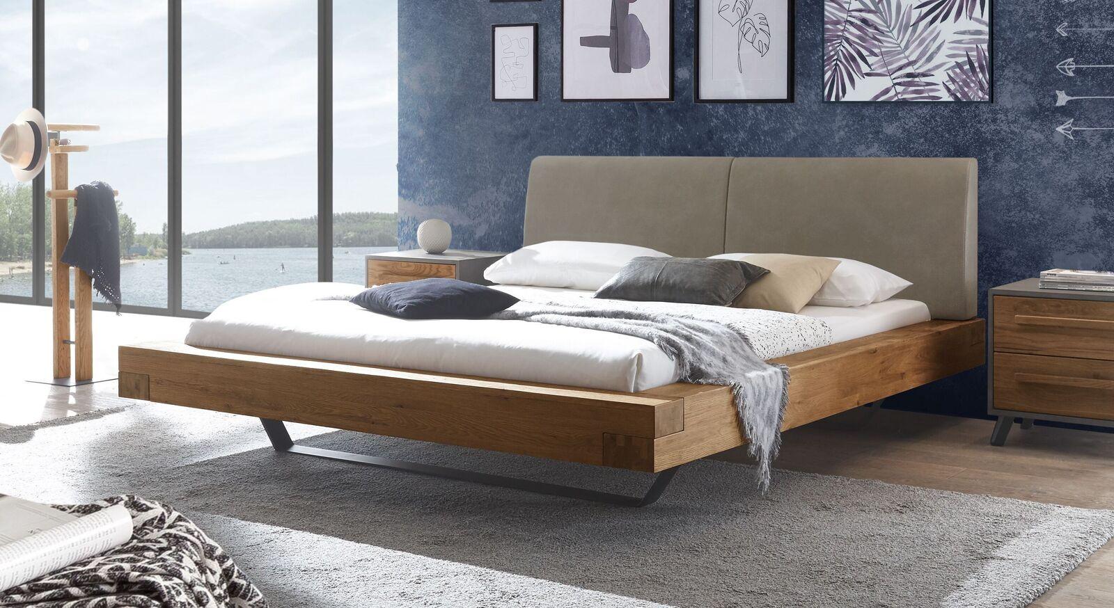 Wildeichen-Bett Valladion mit Kopfteil in Taupe