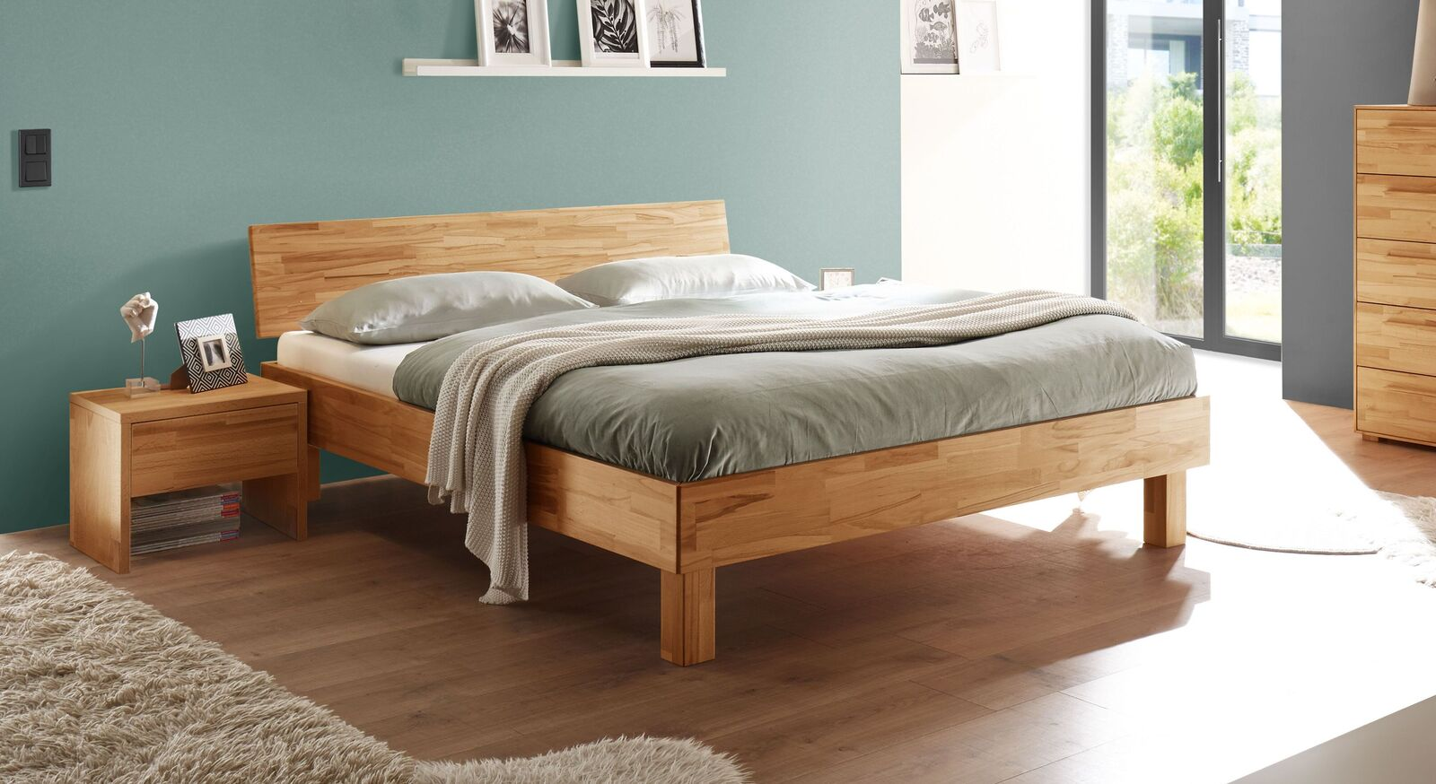 Stabiles Bett Varion mit 18 cm Rahmen