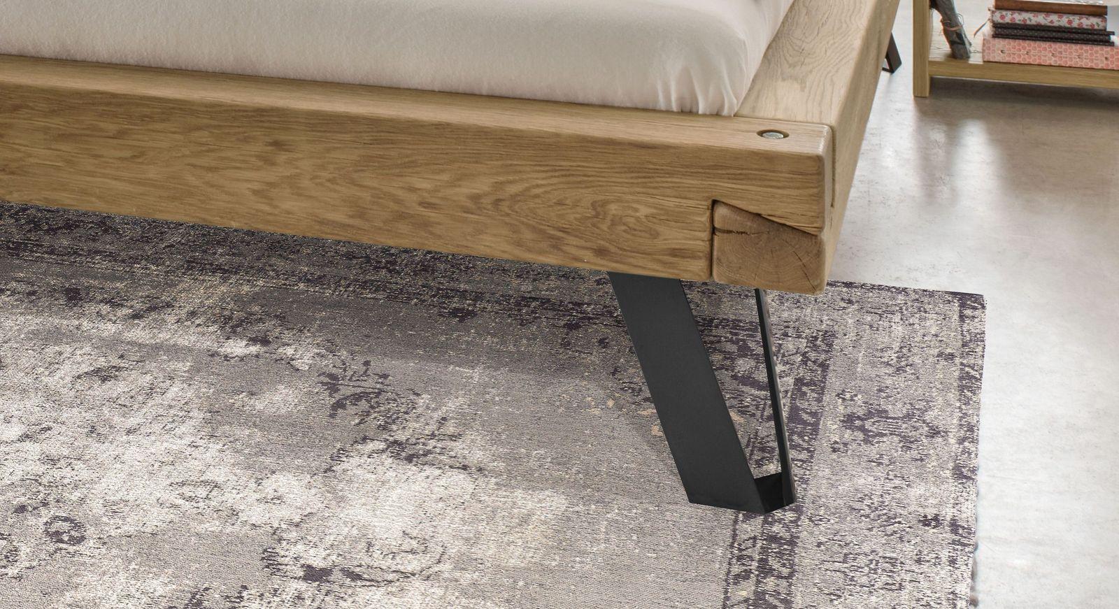 Bett Vetralla mit Füßen aus oxidiertem Stahl