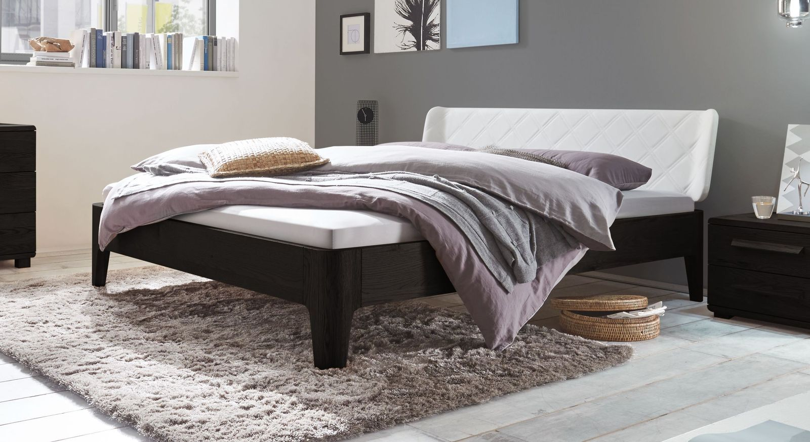 Bett Viamao aus graphitfarbenem Eichenholz