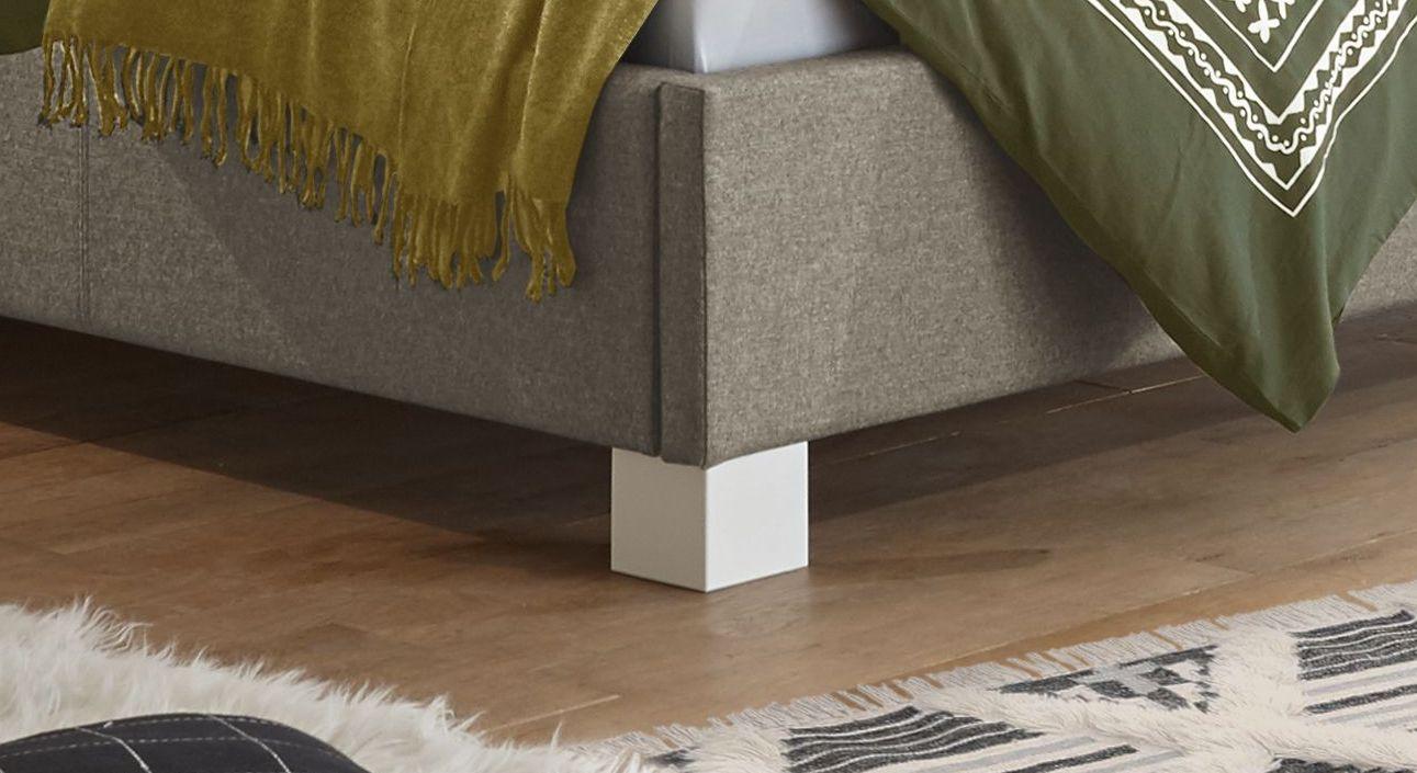 Bett Wakefield mit weißen Buchenholz-Blockfüßen