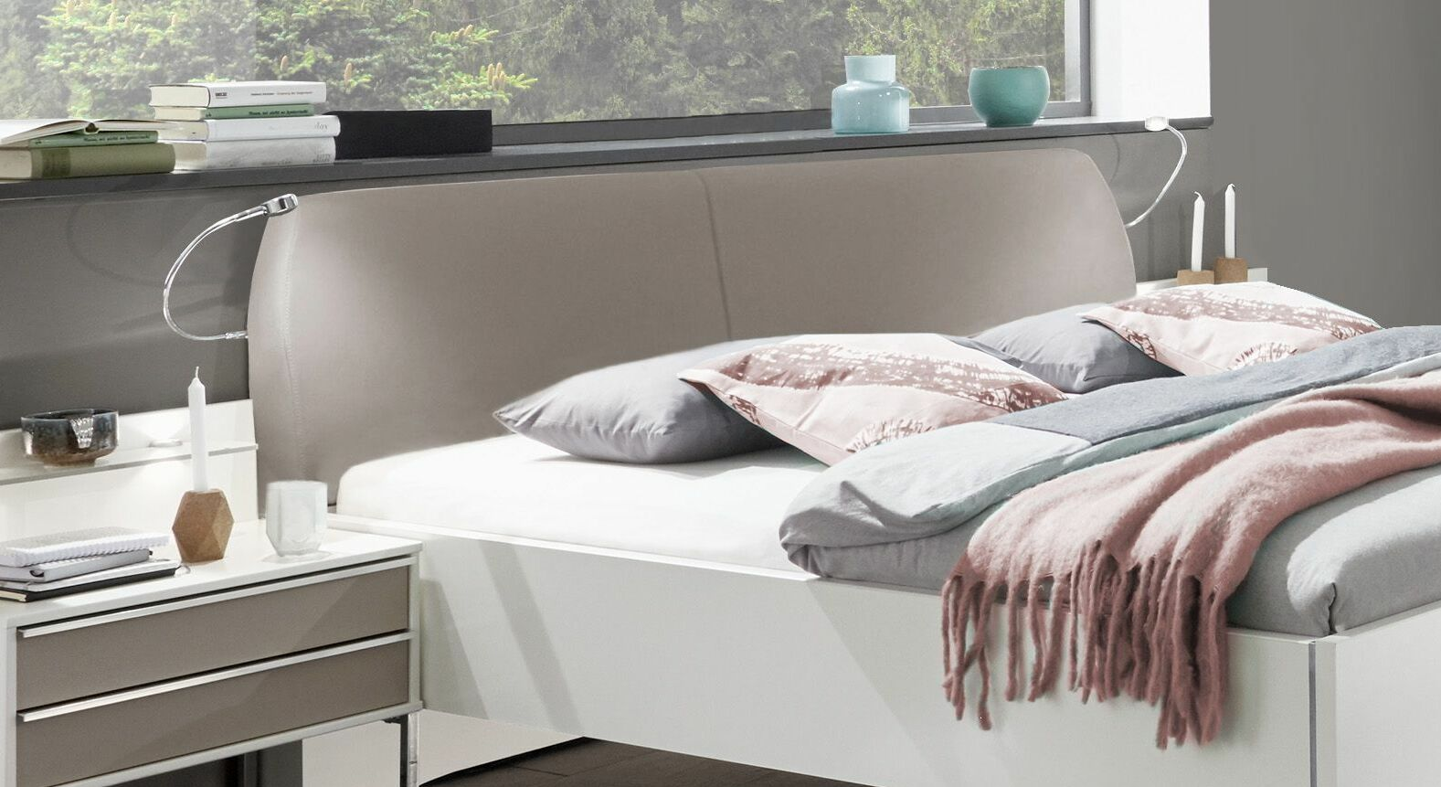 doppelbett in wei mit kieselgrauem polster kopfteil waterbury. Black Bedroom Furniture Sets. Home Design Ideas