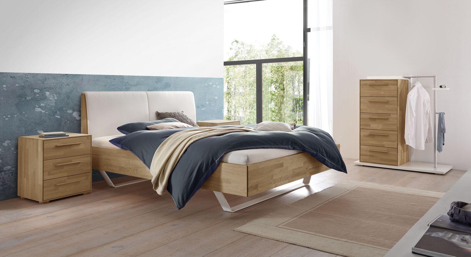 Bett Weronco mit passenden Beimöbeln