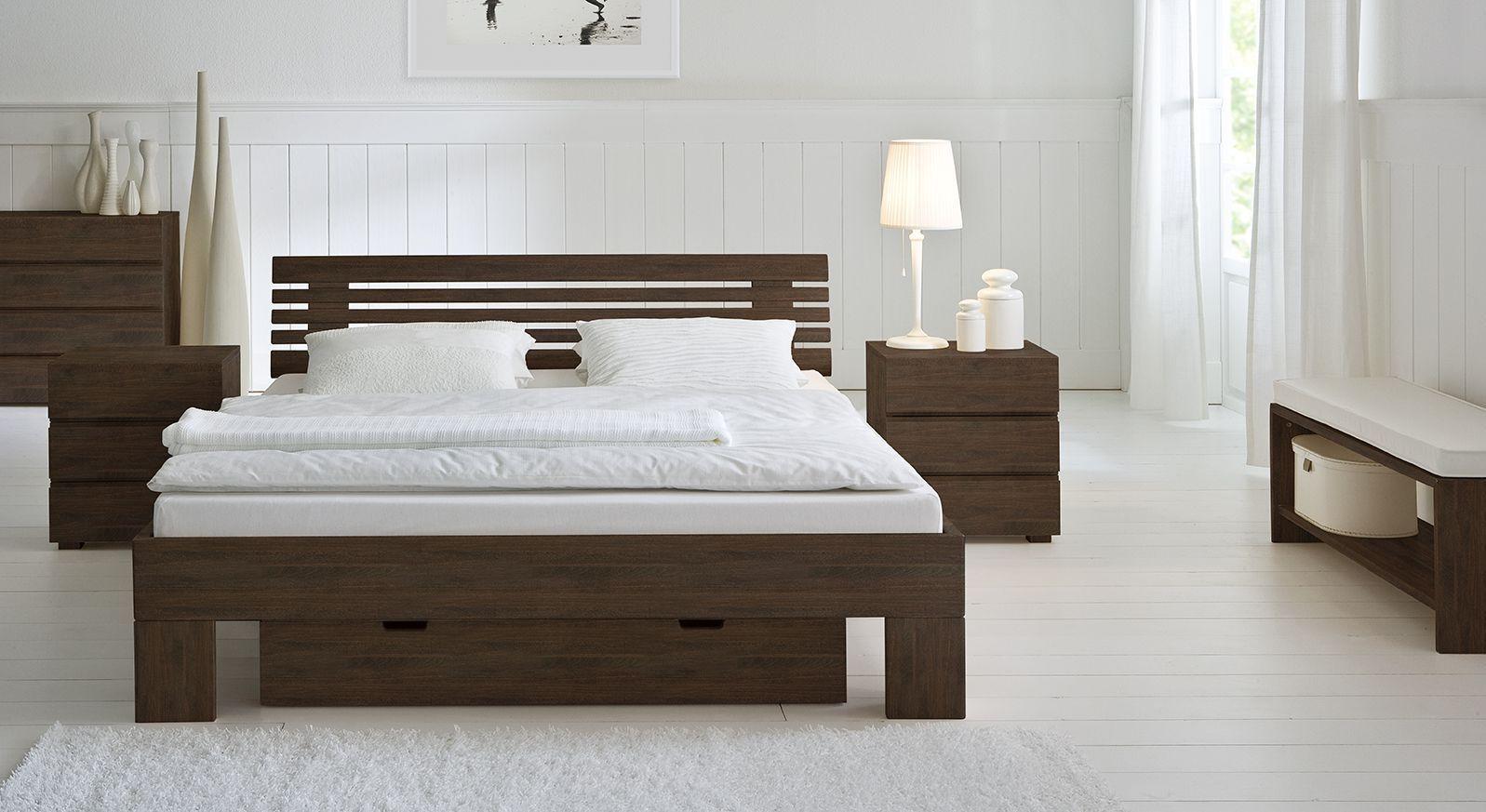 Wengefarbenes Massivholzbett Wood Romance