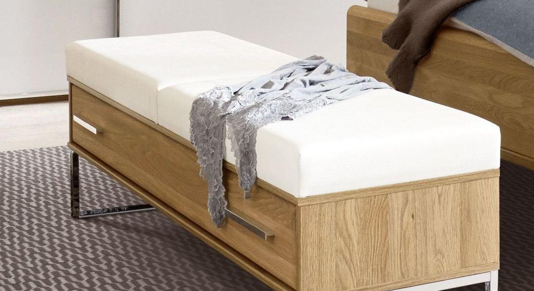 Bettbank Chipperfield mit zweigeteiltem Kunstleder-Polster