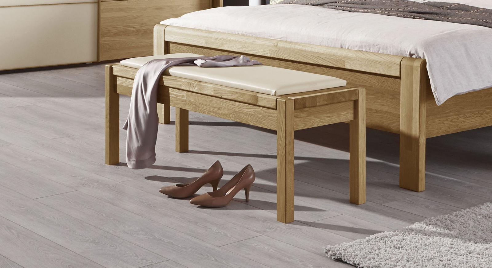 bettbank aus massiver eiche mit sitzkissen aus kunstleder praia. Black Bedroom Furniture Sets. Home Design Ideas